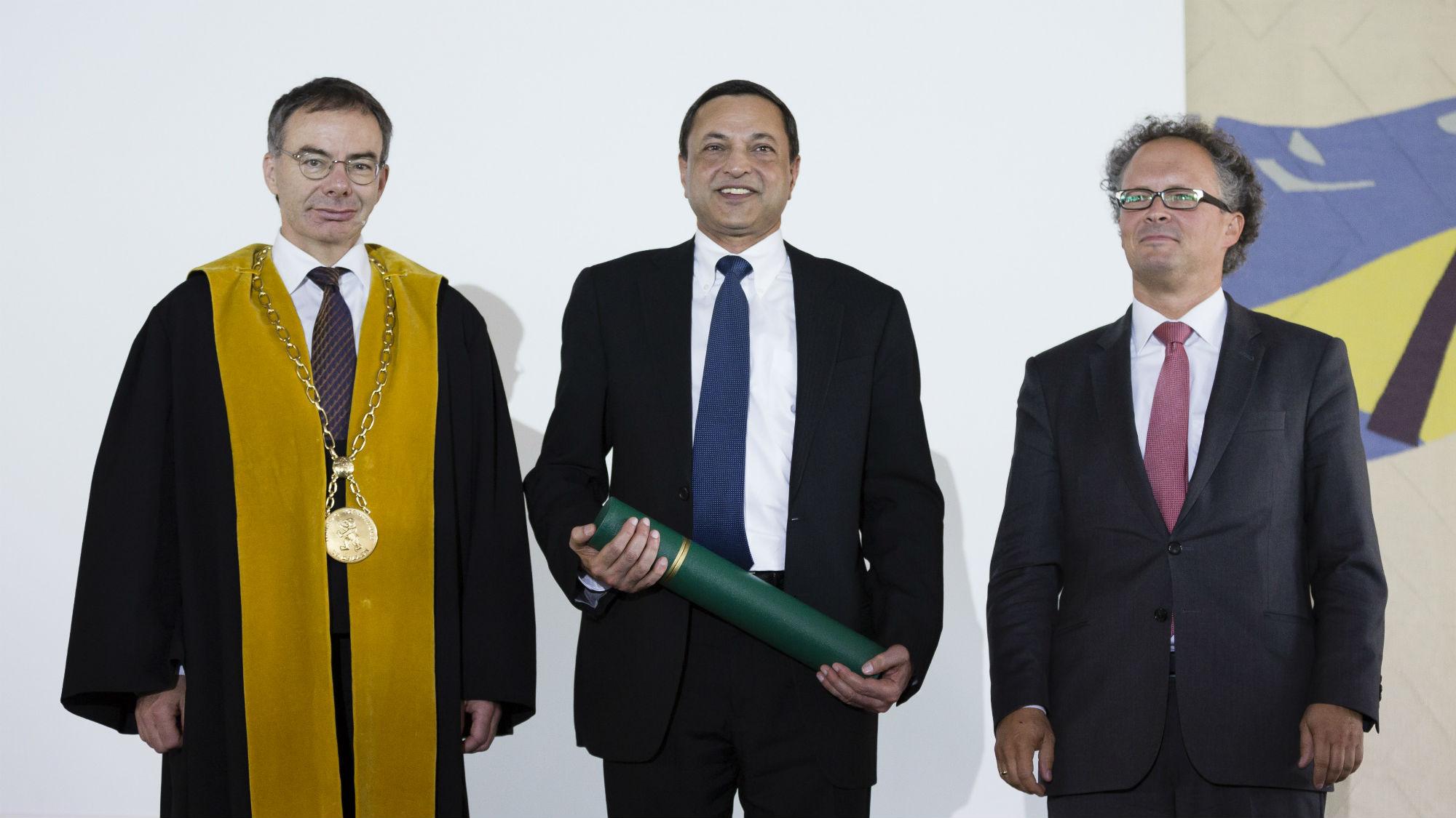 Ajaj Kohli Übergabe Ehrendoktorat 2016